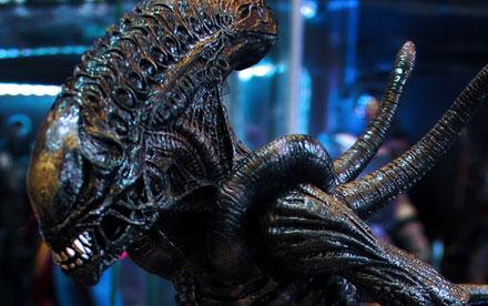 Hot Toys Aliens VS Predator Requiem Alien Warrior Showcase