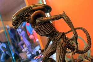 Hot Toys Dog Alien Restoration